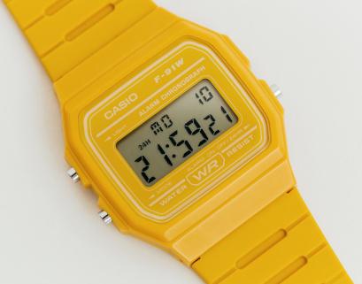 Reloj Casio amarillo